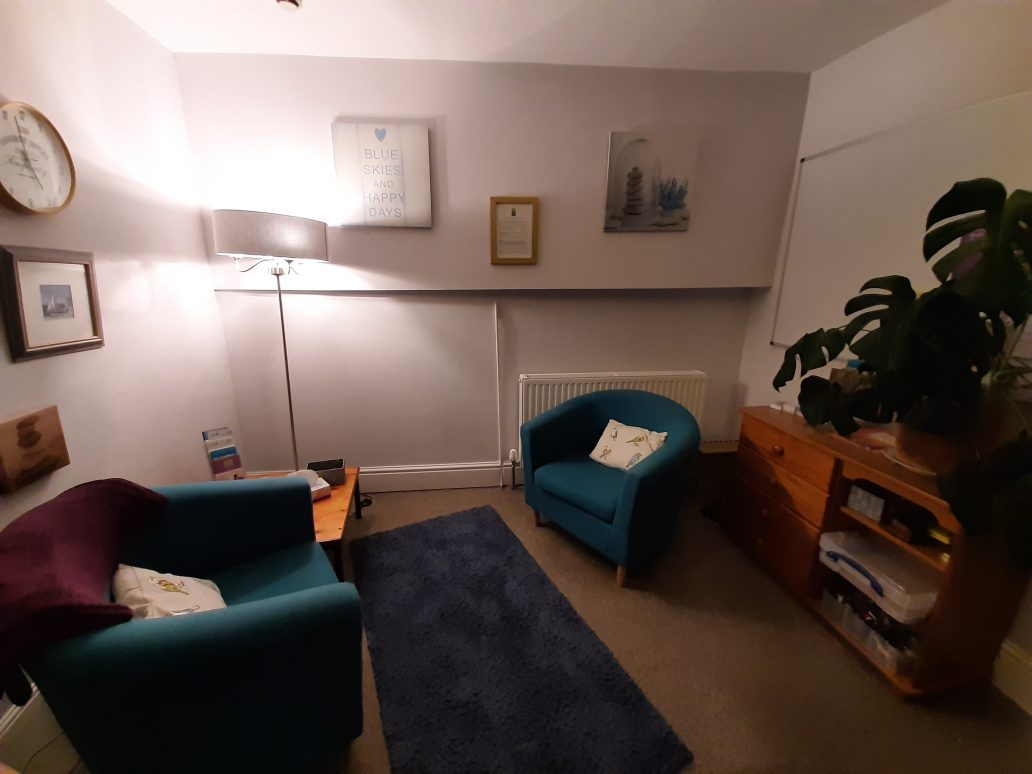 Barnstaple support room - comfy room with plants, artwork and big comfy chairs